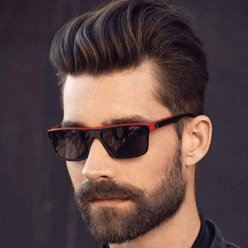 Hombre guapo con un buen corte de pelo y barba mediana