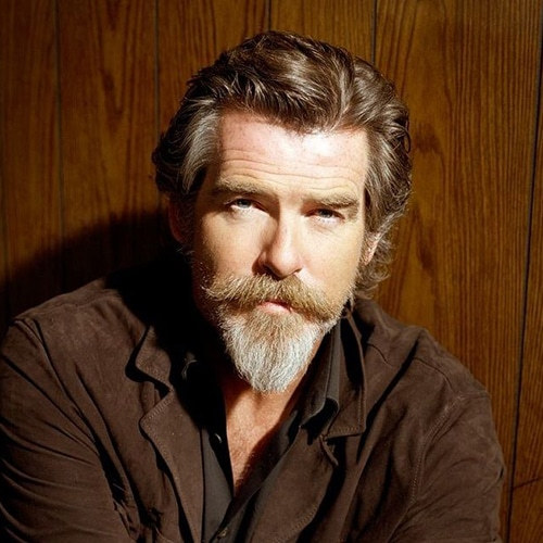 Pierce Brosnan con Barba Ducktail