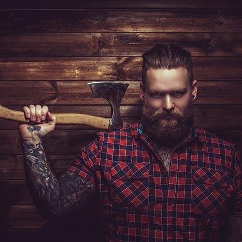 barba de leñador con hacha