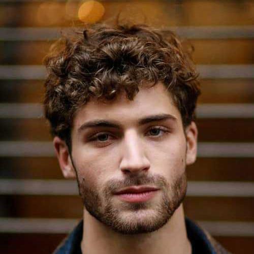 Los 10 Tipos De Peinados Mas Comunes Para Hombres Con El Pelo Rizado